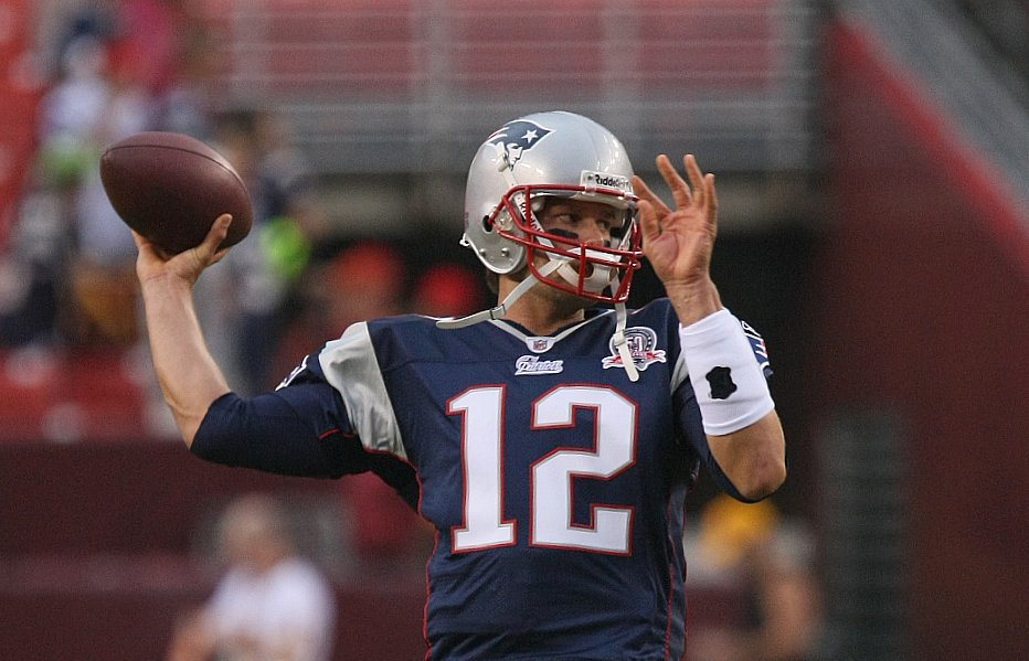 Patriots Hold Off Chargers 21-13 for 4th Straight Win